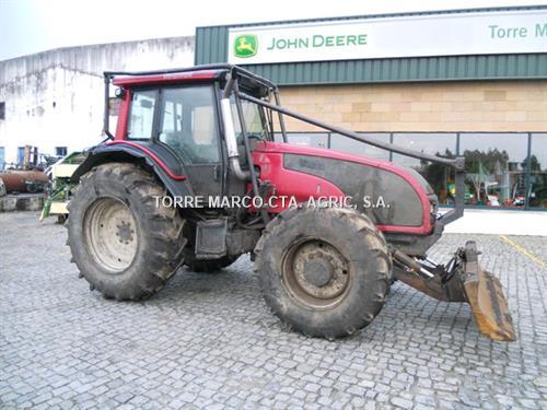 Valtra T121