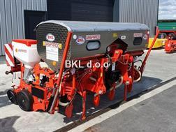 Gaspardo MTR 4 Reihen mit Inox Düngerstreuer 13600€