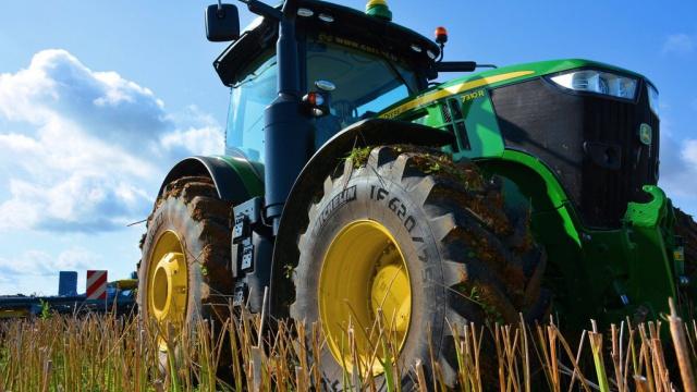 Essai du tracteur John Deere 7310 R - François Lefèvre : « Sacré débit de chantier »