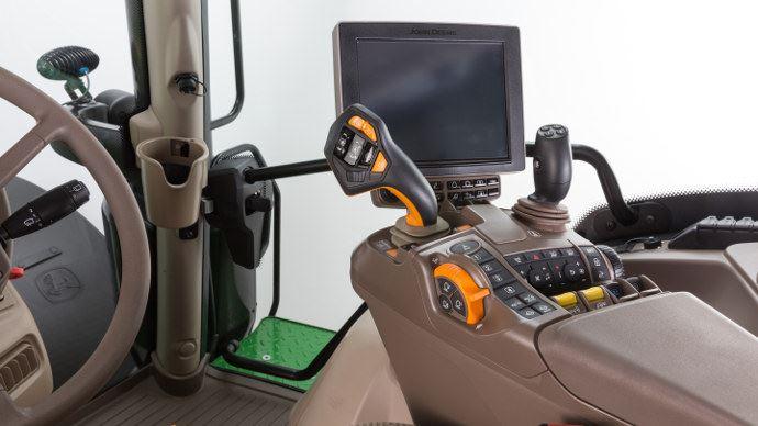 Tracteurs - John Deere propose l'accoudoir commandPro sur toute la gamme 6R