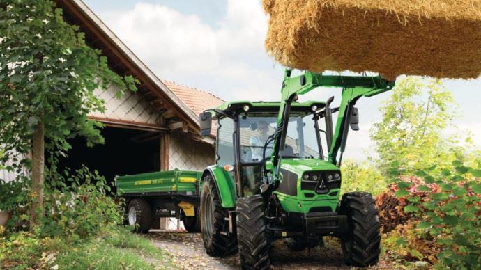 Tracteur Deutz-Fahr - La gamme 5D Keyline disponible avec son chargeur frontal installé d'usine