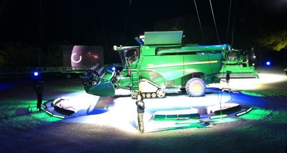 [En direct] - John Deere fait son show - 6R, 7R, S690i... Une multitude de nouveautés pour 2011 !