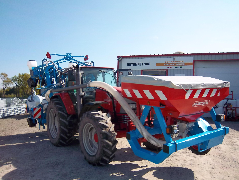 Installation semoir MONOSEM NG+ 4 - 9 rangs à 70 cm avec trémie fertilisateur AV