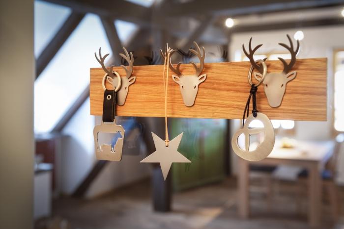Porte clés ou bijoux en bois et inox brossé